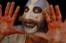 Il persuasivo Captain Spaulding ne La Casa dai 1000 Corpi (2003)
