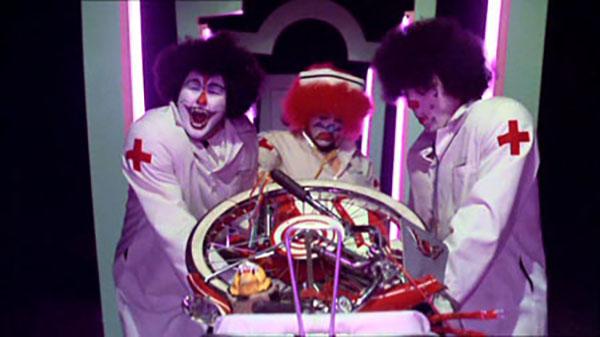 I clowns dottori affiorati dagli incubi di Pee-wee's Big Adventure (1985)