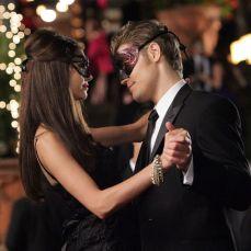 Nina Dobrev e Paul Wesley in The Vampire Diaries