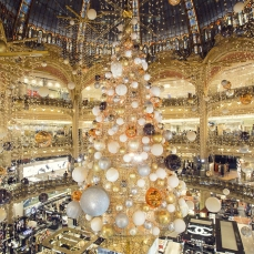 "Galeries Lafayette Parigi ""Christmas from another planet"""