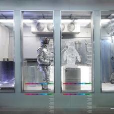 Le ambiziose vetrine di ghiaccio di Barneys New York