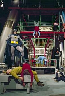 La Batcaverna è stata costruita sul set dove un tempo sorgeva la porta di Skull Island in King Kong (1933).