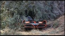La Batmobile non sfreccia dalla Batcaverna, bensì, dal Bronson Cavern di Hollywood Hills.