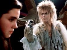 19- Nella versione originale della sceneggiatura, scritta da Terry Jones dei Monty Python, il film si sarebbe dovuto concludere con Sarah che prende a calci e pugni Jareth che, in realtà, è il suo strizzacervelli. Inoltre, nelle prime bozze dello script, il nome di Toby era Freddie ma è stato cambiato perché il neonato avrebbe reagito solo al suo nome.