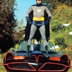 La mitica Batmobile deriva dalla Lincoln Futura, una concept car della Ford realizzata nelle officine Ghia di Torino nel 1955 e presentata nello stesso anno al Chicago Auto Show. Prima di subire un restyling per il guardiano di Gotham City, la vettura debuttò nel film Comincio con un bacio (1959).