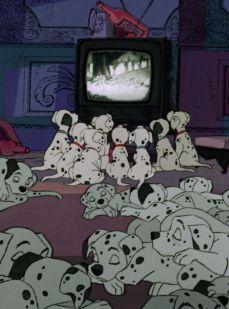 7- I cuccioli rapiti guardano il corto disneyano Quando torna primavera (1929) tratto da Sinfonie Allegre.