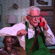 Benché nei fumetti fosse morto già da due anni, il personaggio di Alfred (il fidatissimo maggiordomo di Bruce Wayne/Batman) fu introdotto, lo stesso, nella serie affidando la parte ad Alan Napier. Grazie al successo sulla ABC, Alfred tornò in vita anche nelle comics. Tim Burton omaggiò l'attore chiamando il Jocker di Nicholson, proprio, Alan Napier.