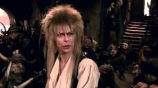 """9- Il numero musicale """"Dance Magic"""" era composto da 48 pupazzi, 52 burattinai e 8 persone in costume da goblin. David Bowie imitò i versi del bambino. Le coreografie dei pupazzi sono state realizzate da Gates McFadden (nota per il ruolo della dottoressa Beverly Crusher nella serie tv Star Trek: The Next Generation)."""