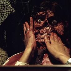 Lo specchio in Poltergeist (1982)