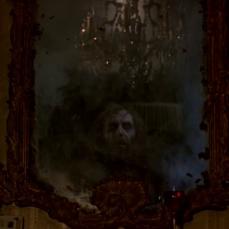 Lo specchio antico in cui è rinchiusa un'identità malefica ne La bottega che vendeva la morte (1974) di Peter Cushing.