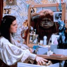 La toilette specchio di Jennifer Connelly in Labyrinth (1986)