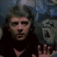 Lo specchio che riflette i raccapriccianti dipinti in Profondo Rosso (1975)