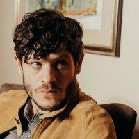 Iwan Rheon, 10 curiosità sul più odiato della tv