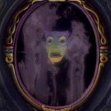 Lo specchio delle brame che riflette la vanesia Regina Grimalde in Biancaneve e i sette nani (1937)