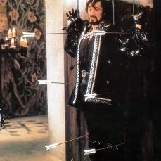 """""""Ragazzate subito quel consegno!"""" (consegnate subito quel ragazzo), grammaticamente, esclamata dallo Sceriffo di Ruttingham (Roger Rees) in Robin Hood - Un uomo in calzamaglia (Robin Hood: Men in Tights) (1993)"""