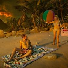 Le scene nella spiaggia-virtuale sono ispirate al classico Da qui all'eternità (1953).