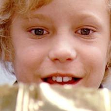 La prima scena girata fu quella di Peter Ostrum (Charlie Bucket) col Golden Ticket.