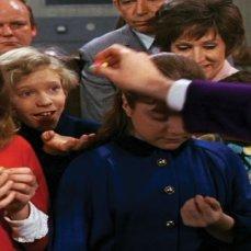 Julie Dawn Cole (la capricciosa Veruca Salt) saccheggiò il set, portandosi a casa memorabilia come il Biglietto d'Oro e il Succhia succhia che mai si consuma.