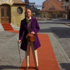 Gene Wilder fu la terza scelta per il ruolo del mago cioccolatiere Willy Wonka dopo che Spike Milligan (fortemente voluto da Dahl), Ron Moody e il Terzo Dottore - Jon Pertwee - da Doctor Who rifiutarono la parte. Wilder accettò a condizione che la prima apparizione di Wonka lo vedesse zoppicare all'uscita della factory con un bastone, per poi fare una capriola rivelando di essere sanissimo.