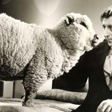 È il Doctor Ross in Tutto quello che avreste voluto sapere sul sesso* (*ma non avete mai osato chiedere) di Woody Allen (1972)