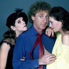 È Teddy Pierce ne La signora in rosso, da lui stesso diretto (1984)