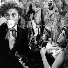 È Sigerson Holmes ne Il fratello più furbo di Sherlock Holmes nel suo esordio alla regia (1975)