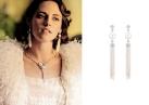 Kristen Stewart sfoggia orecchini Chanel Cascade de Perles e collana in diamanti Camélia Fleur.