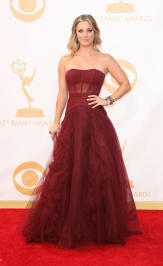 In abito borgogna Vera Wang agli Emmy 2013