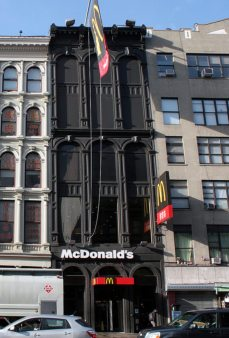 Il McDonald's «steampunk» a Canal Street, New York City.