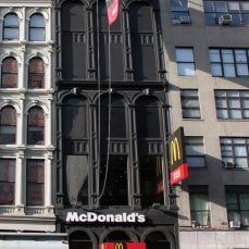 Il McDonald's «steampunk» a Canal Street, New York City.