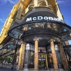 McDonald's a Spanish Broadway (Gran Via) a Madrid.