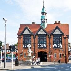 19th Century Town Hall, Bray, contea di Wicklow in Irlanda. L'edificio in tudor-style costruito nel 1881.