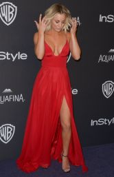 In red-hot spaghetti dress by Christian Siriano all'after-party di InStyle ai Golden Globe 2016
