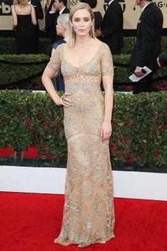 Emily Blunt in Roberto Cavalli, clutch Lee Savage e gioielli Lorraine Schwartz.