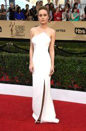 Brie Larson in Jason Wu, heels Jimmy Choo e gioielli Repossi