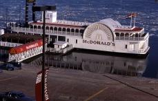 Un antico battello a vapore sul fiume Mississippi a St.Louis trasformato in un «McTitanic». È stato chiuso nel 1993, dopo un allagamento.