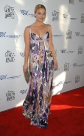 In lungo abito floreale ai Genesis Awards 2008