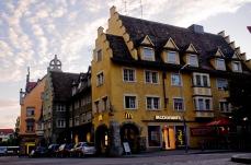 McDonald's a Landau, Germania. Un esempio di architettura bavarese risalente al XV secolo.