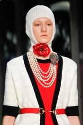 Collana di perle multistrati con fermaglio bestiale