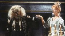 4. La bella e la bestia (1984) di Roger Vadim con Susan Sarandon e Klaus Kinski. L'episodio tratto dalla serie kitschy-cult di Shelley Duvall - Nel regno delle fiabe - che tributa trucco e costumi del classico del 1946.