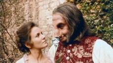 3. La Bella e la Bestia (1976) di Fielder Cook. Il film tv con Trish Van Devere e George C. Scott, cui performance gli valse una nomination al premio Emmy.