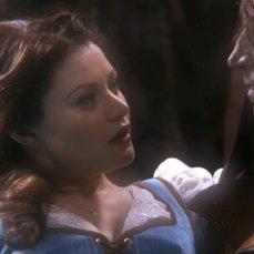 10. C'era una volta (2011-) Nella popolare serie tv, Belle ha il grazioso volto di Emilie de Ravin, mentre il personaggio della Bestia viene fuso con quello di Tremotino (Robert Carlyle).