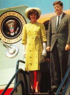Jackie Kennedy accoglie il Principe Ranieri e Grace di Monaco, ospiti della Casa Bianca nel 1961.