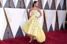 Alicia Vikander in Louis Vuitton agli Oscar 2016