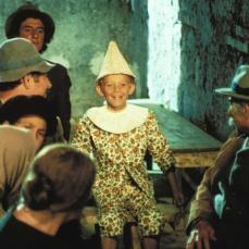 I costumi sono stati creati da Piero Gherardi, vincitore di due premi Oscar per La dolce vita (1962) e per 8½ (1964).