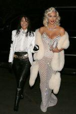 Kim e Kourtney Kardashian sono Michael Jackson e Madonna