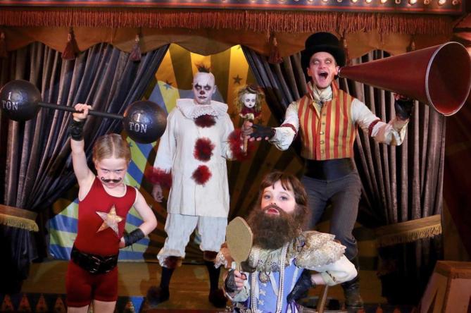 Neil Patrick Harris e famiglia sono il circo dei freaks