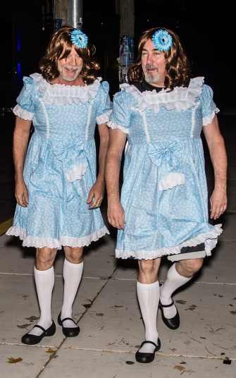 Bruce Willis e l'assistente Stephen J. Ead sono le gemelline di Shining