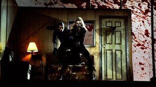 """Canta """"Gang Bang"""" sparando sul palcoscenico, 2012"""