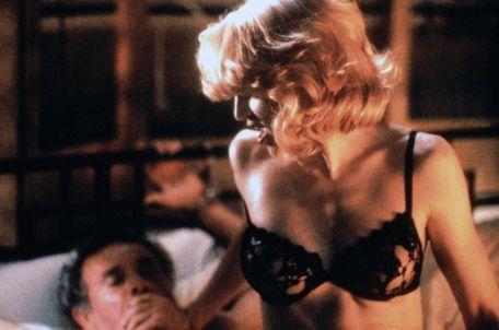 Il sesso sadomaso nel film Body of Evidence, 1993